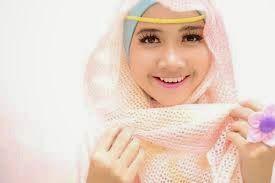 Kesehatan Rambut bagi perempuan yang mengenakan hijab tetap tidak boleh terlupakan. meski rambut sendiri adalah bagian yang tak pernah terlihat. namun sebenarnya inilah bagian yang perlu mendapat perhatian khusus anda.