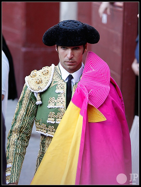 Cayetano, Balenciaga was highly influenced by the costume of the Matador.