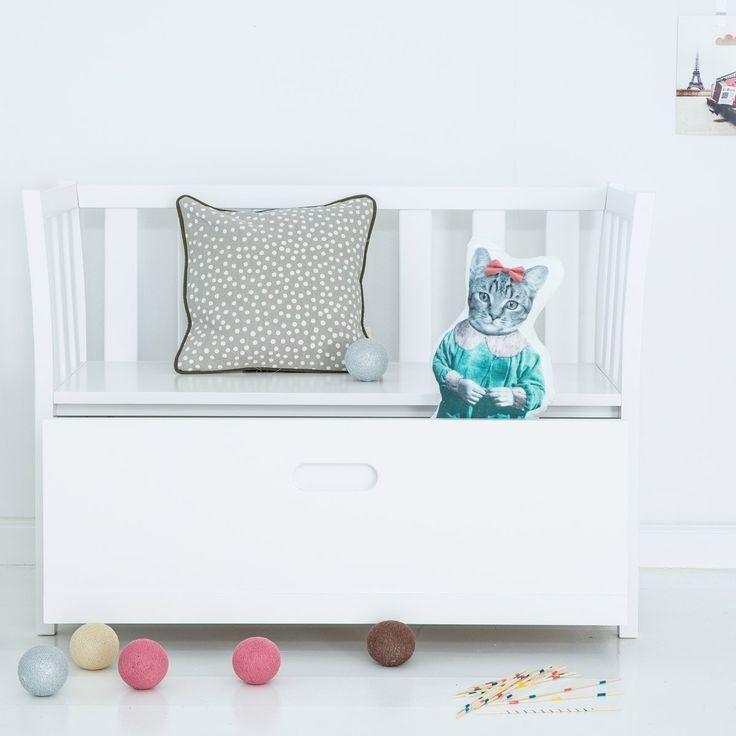 Dagmar, so der Name der Kinderbank, ist auch ein vielseitig einsetzbares Möbel: sitzen, spielen, Dinge verstecken. Dazu gibt es einen kleinen Möbel-Bruder: Herbert, die Spielzeugtruhe.  #Truhe #Spielzeug