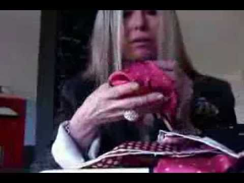 [Video Tutorial] Come piegare il fazzoletto da taschino (pochette uomo)