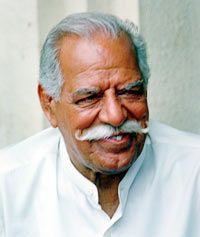 Veteran actor Dara Singh , who was hospitalised two days ago after suffering a cardiac arrest, is 'extremely critical', hospital authorities said this morning.