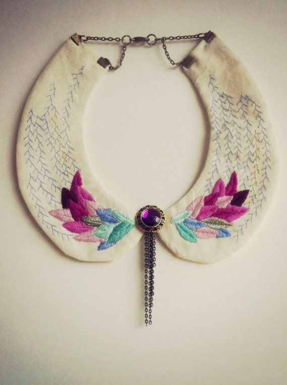 Peter pan embroidered necklace. Collar por CasaTiendadeAmeliaB