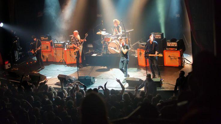 L'authentique photo du groupe américainEagles of Death Metal avant l'attaque au Bataclan à Paris, le 13 novembre 2015. | MARION RUSZNIEWSKI / ROCK&FOLK / AFP
