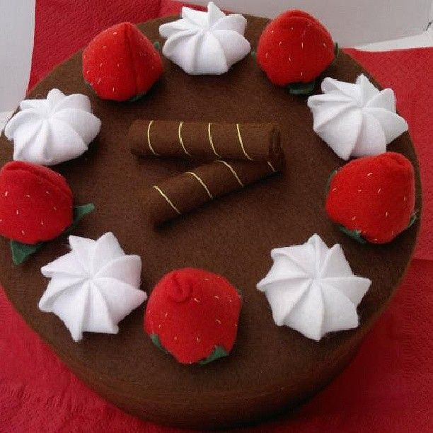 Scatola di legno rivestita come torta di feltro - Felt cake box