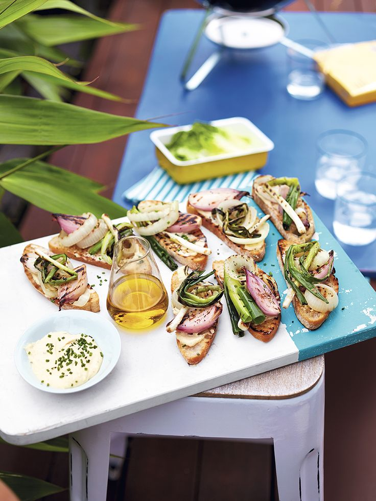 Ciabatta layered with charred salad onions, shallots and sliced onion. Sprinkle with chopped chives and enjoy as part of a tasty barbecue.