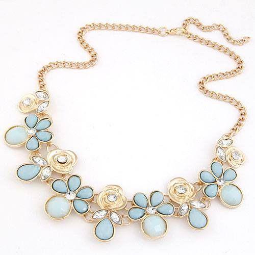 Collar de moda con cadena en color dorado, incluye cadena alargadora, piedras en azul celeste y cristales