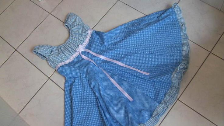 Kleid Elodie    Ein Traum für jedes Mädchen ist das Kleid Elodie von Farbenmix .    Oben ist es wie ein Blüschen geschnitten und unten fällt der Ro...