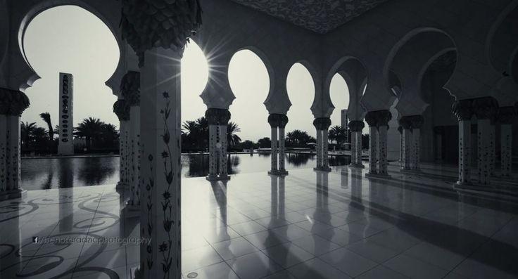 VIDEO Viaggio ad Abu Dhabi, nel cuore della Grande Moschea dello Sceicco Zayed  http://timelapseitalia.com/video/viaggio-ad-abu-dhabi-nel-cuore-della-grande-moschea-dello-sceicco-zayed/?utm_content=buffer3e93a&utm_medium=social&utm_source=pinterest.com&utm_campaign=buffer  #timelapse
