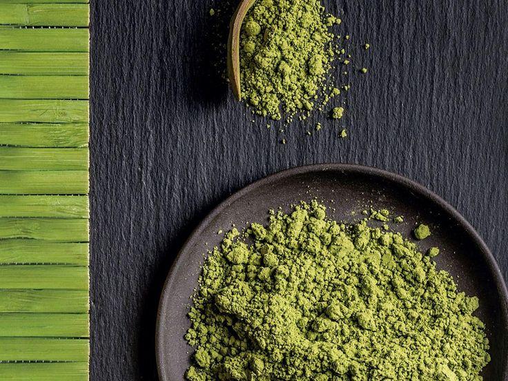 ¿Qué es el té matcha y por qué todo el mundo habla de él, asegurando que es tan bueno para la salud? El matcha es un té verde superpotetente, proveniente de Japón, del que podríamos decir que una dosis diaria de matcha natural proporciona el equivalente a cubos de energía.