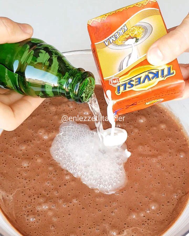 Bomba bir kek ile geldim yok böyle bir doku yumuşaklık harika vazgeçilmez bir ıslak kek tarifi vericem bence EN SONUNU izleyin ne demek istediğimi gorceksiniz♥️♥️ tariff Islak kek 4 adet yumurta 1 bardak şeker Yarim.su bardağı süt Yarim su bardağı krema ve soda karışımı (yoksa yarim bardak daha ...