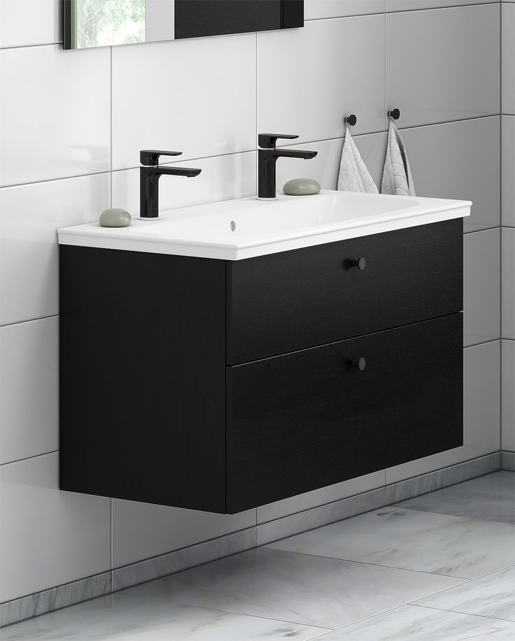 Badrumsskåp från Artic. Kommodskåp i svart ek med tvättställ.