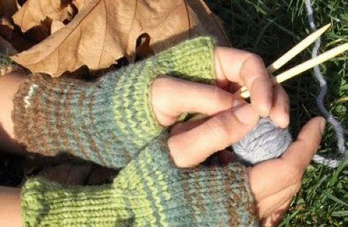 Ecco un tutorial e uno schema maglia utile per l'autunno, per creare dei bellissimi scaldamani. Accessorio cool da indossare con un abbigliamento grunge e ideale anche per i bambini.