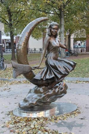 This is on my #BucketList :#Bewitched Statue of #ElizabethMontgomery