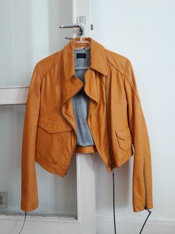 Je viens de mettre en vente cet article  : Blouson en cuir Diesel 249,00 € http://www.videdressing.com/blousons-en-cuir/diesel/p-5557840.html?utm_source=pinterest&utm_medium=pinterest_share&utm_campaign=FR_Femme_V%C3%AAtements_Manteaux+%26+Vestes_Cuirs_5557840_pinterest_share