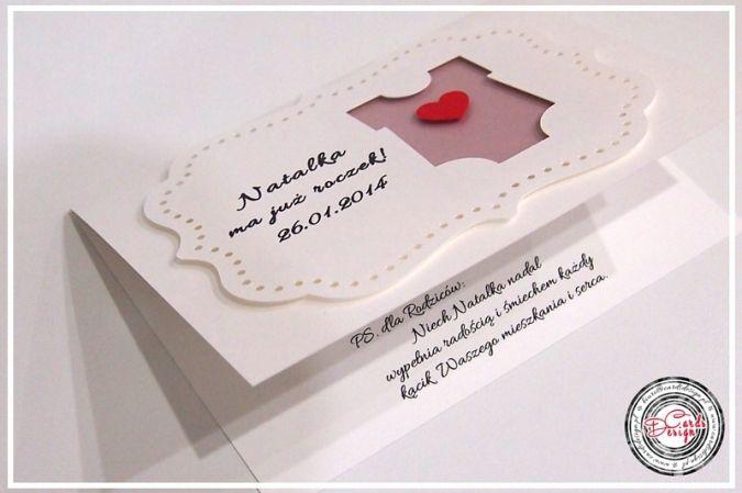 Piękna kartka 3D z okazji roczku Natalki z wyciętym wzorem body na różowym tle z małym czerwonym serduszkiem!