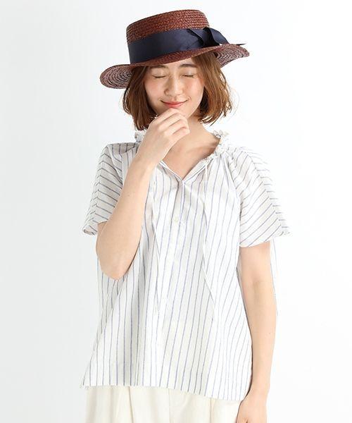 羽織にもなる前開きと半袖デザインで夏のブラウスを作りました。 襟元のフリルデザインはがデザインポイント。 今年注目のランダムストライプや、きれいなイエローを新色として加え、フェミニンですが少しスパイシーな雰囲気になっております。