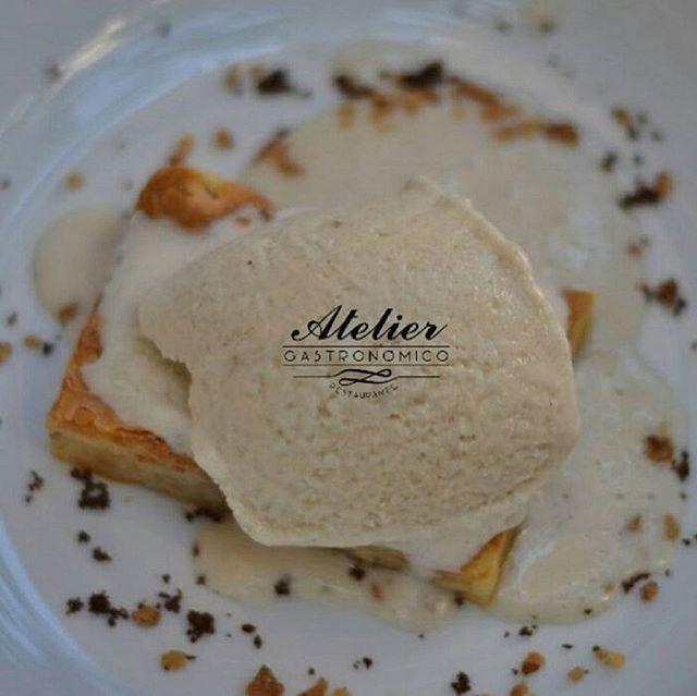 Comparte tus momentos #ruzafagente con nosotros. 🔝📷@gastronomicoatelier  Brownie de chocolate blanco con nueces y helado de plátano.  #restaurante #ateliergastronomico #postre #desserts #yummy #tasty #icecream #helado #happiness #felicidad #comida #lovevalencia #gastronomia #valencia #chefCarlosAlonso #ruzafagram #valenciaspain #igersvalencia #ruzafagente #foodiesvalencia #restaurant