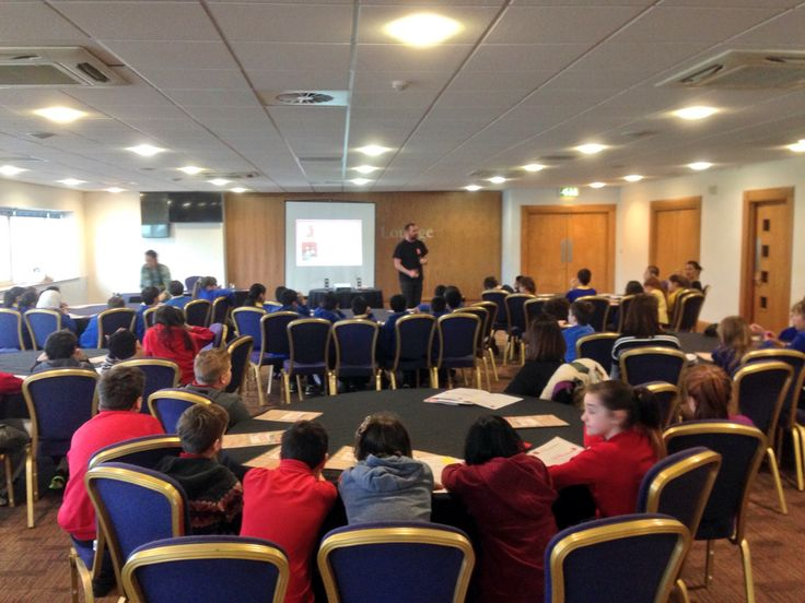 Former professional player Steve Jenkins delivering an educational workshop at our event with Ospreys rugby
