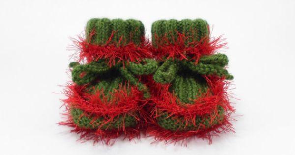 Scarpette da neonato verde con bambino rosso Boots di mano di SasasHandcrafts    Per saperne di più su Scarpette da neonato, bambino Stivali e lavorato a maglia bambino.