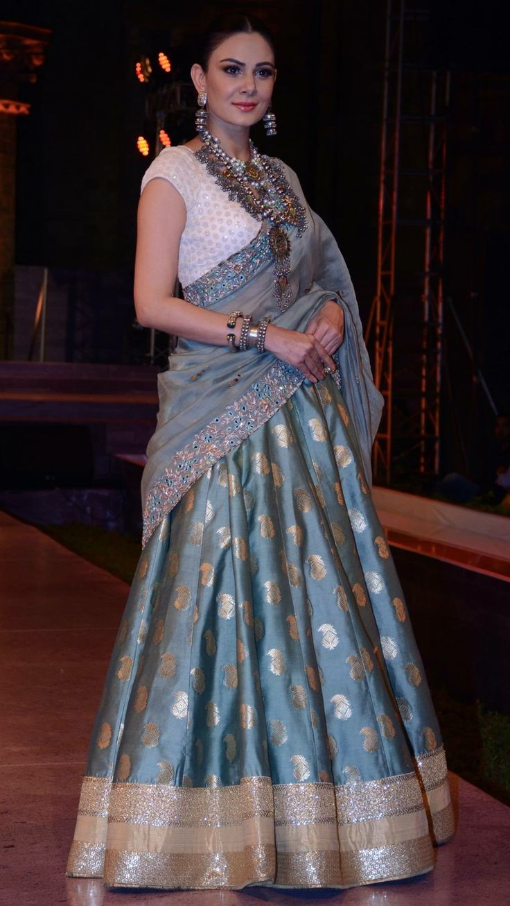I could make this kind skirt from my blueish grey Indian sari.