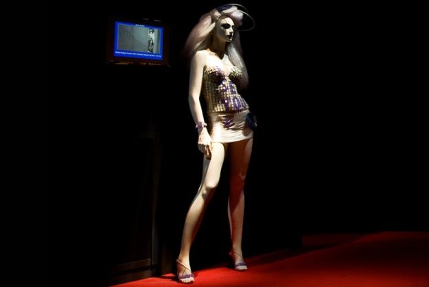 Store Mannequins Spy On Customers http://www.psfk.com/2012/11/benetton-mannequins-spy-on-customers.html#