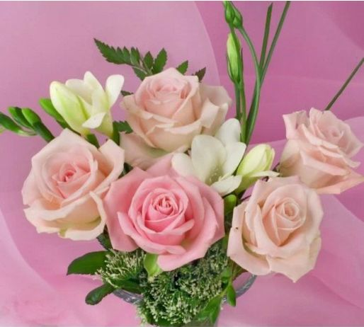Mini bouquet of roses and freesia is a modest and simple way of showing you care. #melbourne #creativeflowers