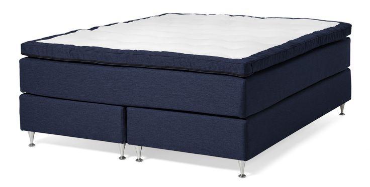 En skön kontinentalsäng med hög sovkomfort. Sängen har en undre kärna av pocketresår och en övre kärna med 5-zons pocketresår med en extra X-pocket samt kantförstärkta sidor. Pocketresåren ger en helt individuell avlastning och minskar risken för tryck som gör att du vaknar. X-pocket ger madrassen en extra ytmjuk känsla. Du sover gott helt enkelt. För bästa komfort och känsla, rekommenderar vi att ni kompletterar med bäddmadrass Dream, Sleep eller Sense. Det finns tre komforter att välja…