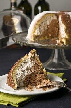Αντί να την αλείψουμε στο ψωμί μας, φτιάχνουμε μια εύκολη τούρτα με πτι-μπερ!
