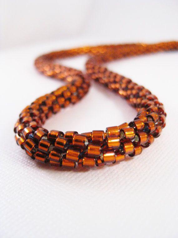 De oranje bruin kleur van dit touw-ketting zou perfect zijn voor het herfst seizoen!  -Als u wilt deze Kumihimo kralen ketting maken, gebruikte ik koperen Delica Rocailles, weven ze samen met nylondraad.  -Kumihimo is de oude Japanse kunst van het vlechten cord of draad, met behulp van een kleine schijf met inspringingen.  -Deze ketting maatregelen 19 inch (48,26 cm breedte) in de lengte met een verlenger van 1 ½ inch (3,81 cm) lengte. De eindkappen en kreeft gesp zijn beide gemaakt van…