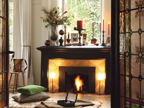 fireplace decor ideas:  I like the lamps ... adds a little elegance      Google Image Result for http://cdn.homedit.com/wp-content/uploads/2011/11/Christmas-Fireplace-Mantel-Decoration-Ideas4.jpg
