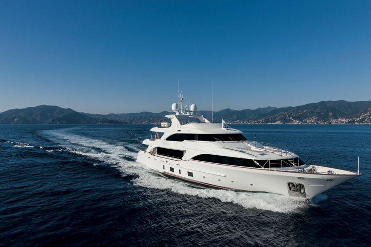 Benetti Classic 121' superyacht NOMADESS