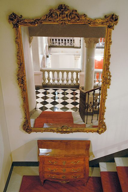 Large Mirrors for Sale Can Be a Decorator's Dream Come True