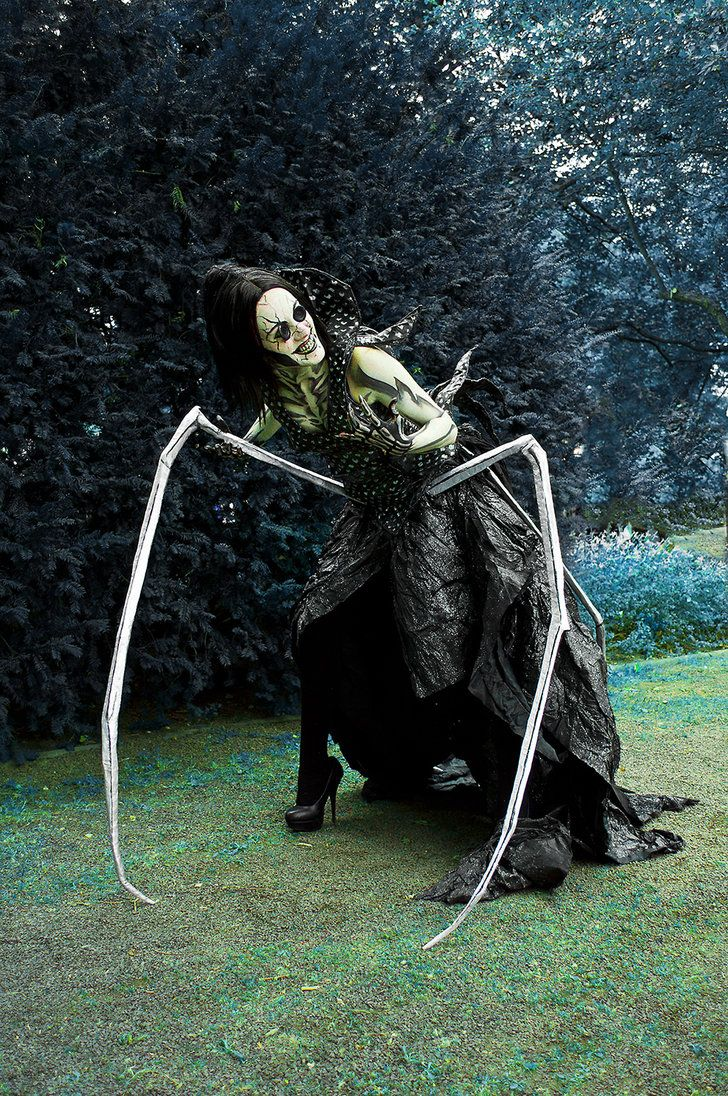 Cosplay done well: The Other Mother from Coraline