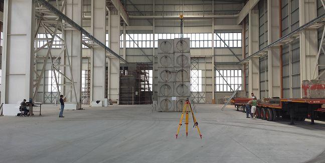 Prova di carico su pavimentazione industriale in calcestruzzo armato.