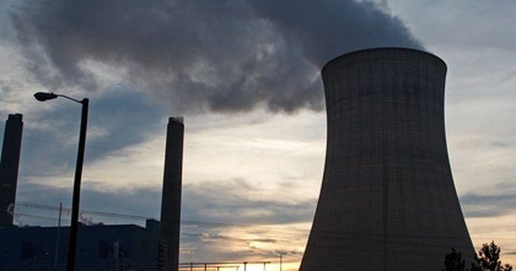 Cómo calcular la potencia entregada por una turbina de vapor. Los generadores eléctricos impulsados por turbinas de vapor producen aproximadamente el 80 por ciento de la electricidad mundial debido a su alta eficiencia y confiabilidad. El vapor que impulsa a la turbina se produce en calderas que incrementan la entalpía -energía en forma de calor y presión en el seno del vapor-, medida en BTU, mientras se ...