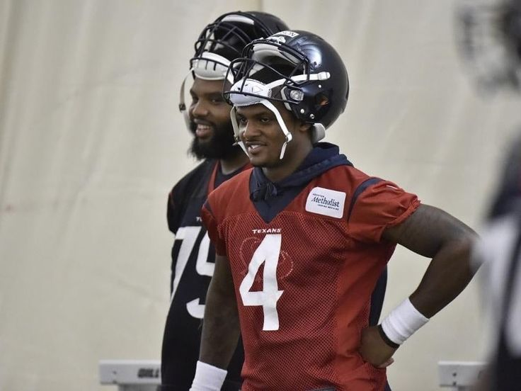 We ❤️ Deshaun: Texans QB donates first paycheck to cafeteria workers