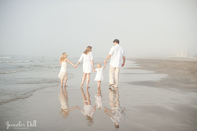 Calm waters, stunning sunsets and uncrowded beaches all combine for stunning opportunities for beach photos. Here are 14 tips to taking better beach family photos.