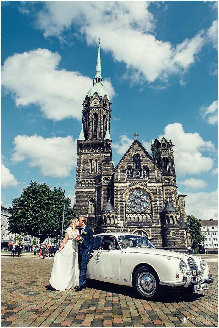 Die Hochzeit der beiden fand im Palace St. George in Mönchengladbach statt, wo ich auch zuvor die Paarfotos von den beiden fotografiert hatte. Natascha hat...