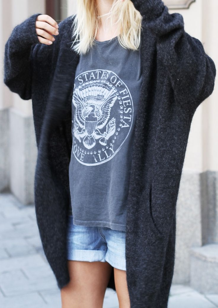 Mija is wearing a mohair cardigan from Acne, oversized top and denim shorts from Tally Weijl