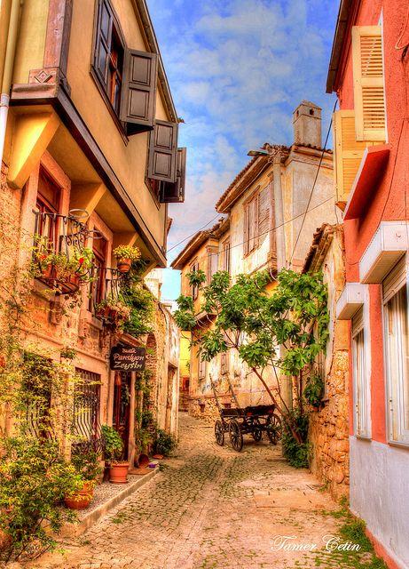Ayvalık Sokakları Street of Ayvalık by Tamer Çetin, via Flickr  Ayvalık – Cunda Adası ve çevresinde neler vari nerelere gidilir ve birbirinden güzel küçük ve butik otelleri Küçük oteller bloğunda bulabilirsiniz. http://www.kucukoteller.com.tr/cunda-adasi-otelleri.html You can find the beautiful small and boutique hotels in Ayvalık and Cunda İsland on  http://www.boutiquesmallhotels.com/Turkey-hotels-turkey-balikesir-ayvalik-small-hotels-travel-tours.html
