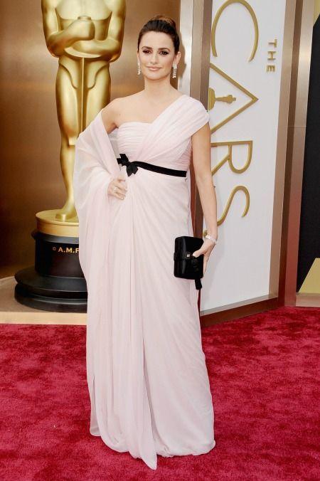 Penélope Cruz with Giambattista Valli dress in Oscars 2014