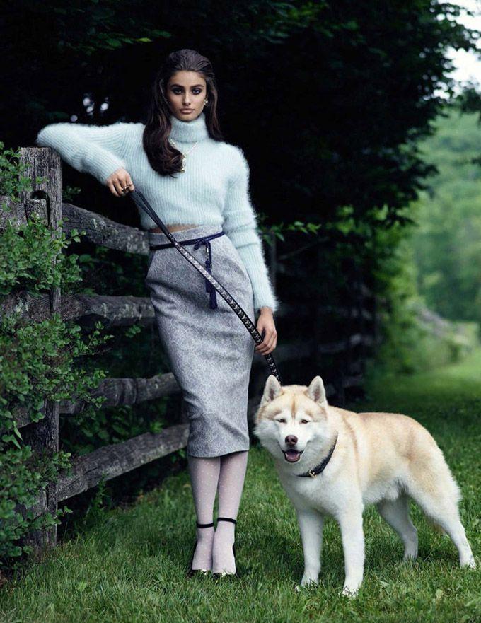 Ангел Victoria's Secret Тейлор Хилл (Taylor Hill) появилась в женственном образе сентябрьского Vogue Spain. Автором фотосессии стал Мигель Ривериего (Miguel Reveriego).