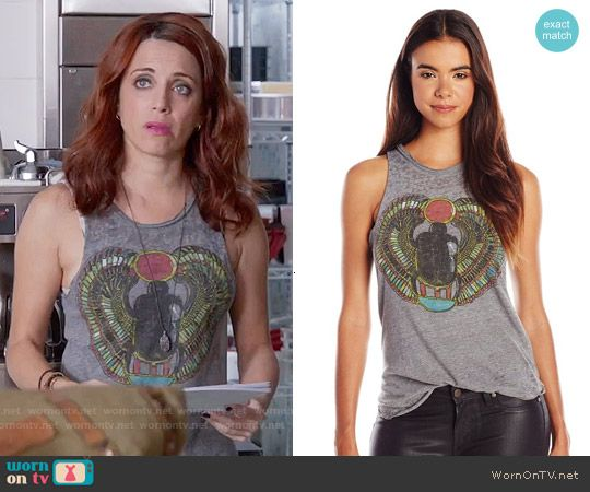 Jo's grey graphic tank top on Girlfriends Guide to Divorce.  Outfit Details: https://wornontv.net/55869/ #GG2D