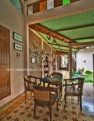 Cool and Ethnic Veranda. Photographer: iDEA/Indra Zaka Permana