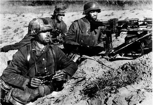 Ostfront . A german heavy machine gun position , autumn 1943