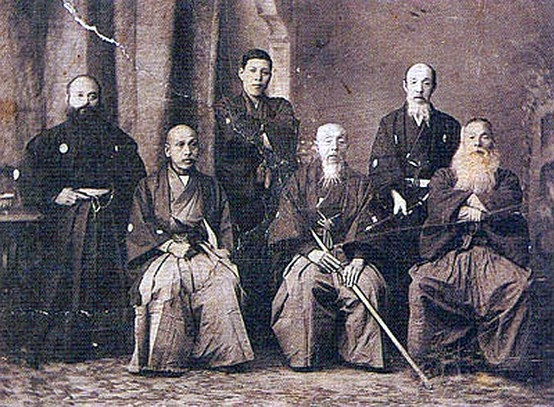 Nagakura Shinpachi (1839 -1915), front row center, was the captain of the 2nd troop of the Shinsengumi, four years before his death he gave an oral background of the Shinsengumi to journalist. It is believed that the accounts were more for pleasing crowds than a faithful record. Nagakura did, however, keep memoirs that could have testified first hand to the bloody story of the Shinsengumi. These memoirs were lost for decades before being found and published in book form in 1998.