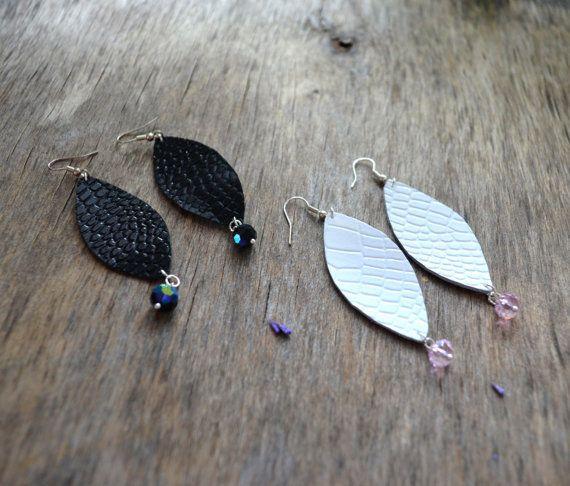 Zwarte lederen oorbellen leer oorbellen witte door jewelryleather