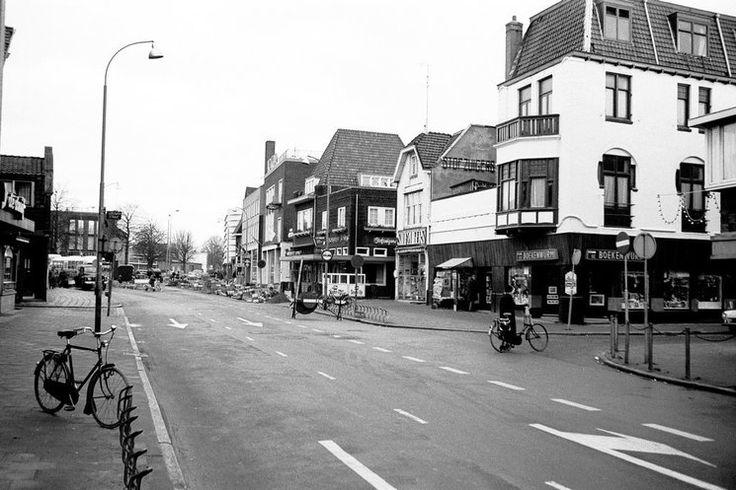 Hilversum. De Groest omstreeks 1970 rechts Leeuwenstraat