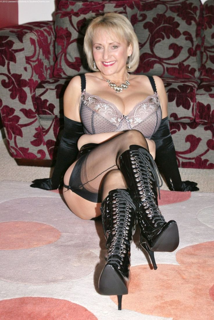 Dominant Mature Women  Femdom In 2019  Sexy Older Women -3921
