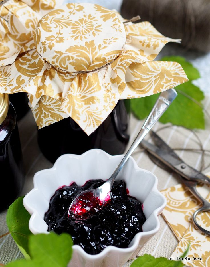Smaczna Pyza:  Domowy dżem z czarnej porzeczki.